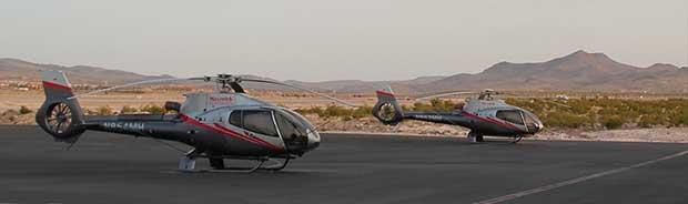 Helicoptères au sol à Las Vegas prets à partir au Grand Canyon.